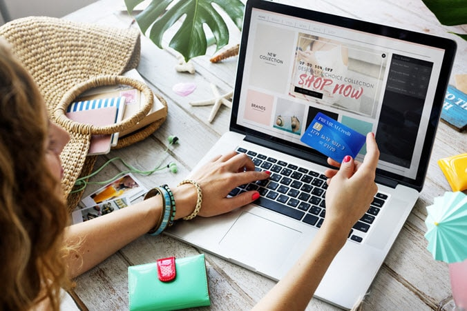 woman online shopping